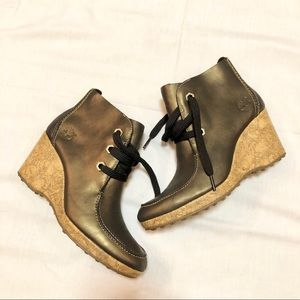 Timberland style leather wedge booties